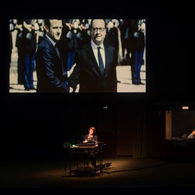 5. Vidy_Ostermeier_RetourAReims_PhotoMathildaOlmi_Théâtre-Vidy-Lausanne15_HD